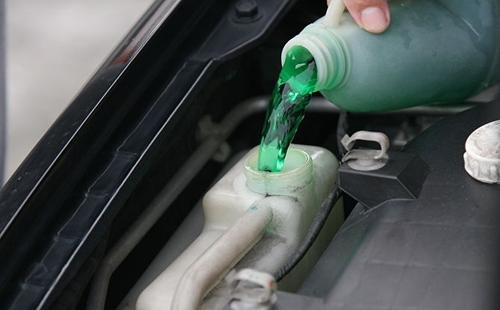 nước làm mát xe ô tô