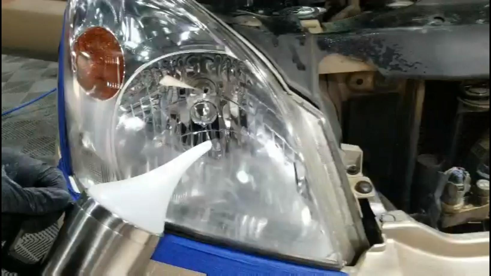 Phủ nano đánh bóng đèn pha ô tô