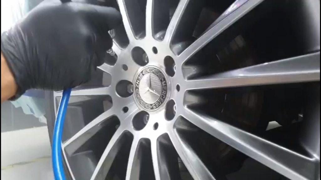 Phủ Ceramic Pro cho xe ô tô