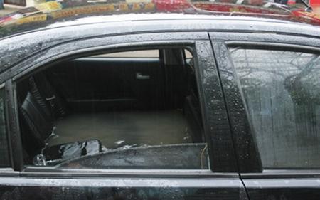 Bảo dưỡng xe ô tô mùa mưa bão